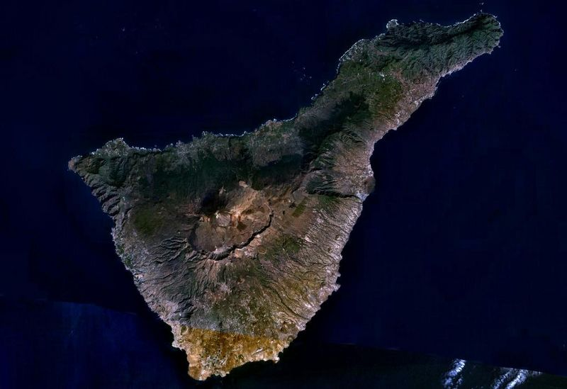 Archivo:Tenerife LANDSAT-Canary Islands.jpg